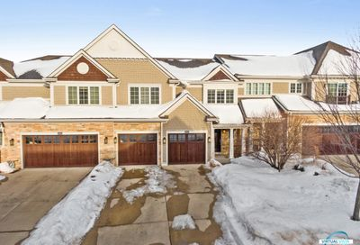 2s733 Crimson King Lane Glen Ellyn IL 60137