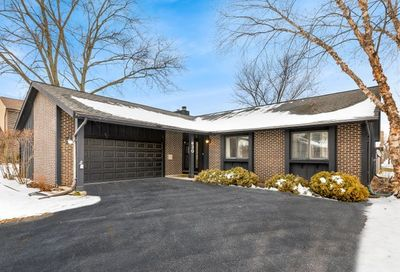 630 Lakeview Court Roselle IL 60172