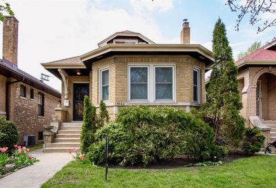 7440 N Rockwell Street Chicago IL 60645