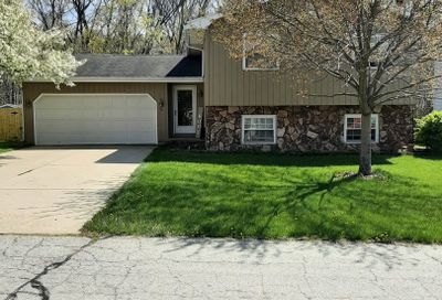 4 Lakeview Bloomington IL 61704