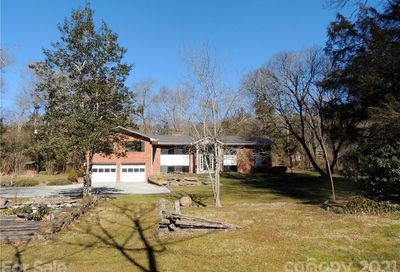 21 Country Road Hendersonville NC 28791