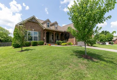 1028 Queen's Place Spring Hill TN 37174