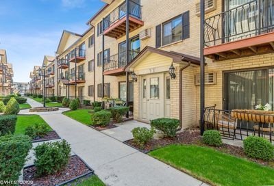 5147 N East River Road Chicago IL 60656
