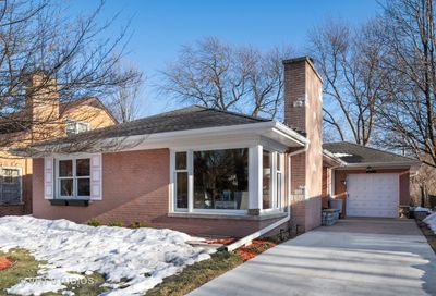 6823 N Moselle Avenue Chicago IL 60646
