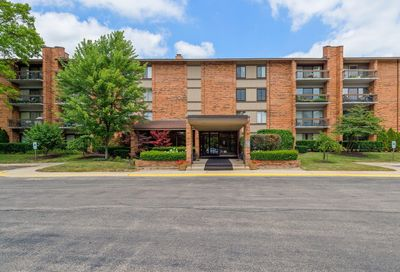 201 Lake Hinsdale Drive Willowbrook IL 60527