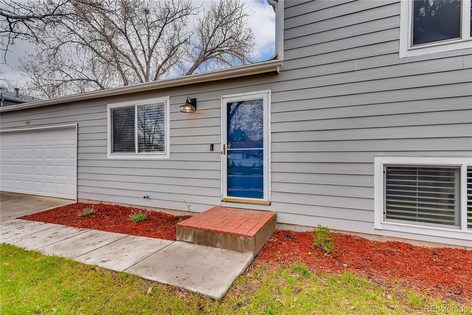 1143 W 135th Place
