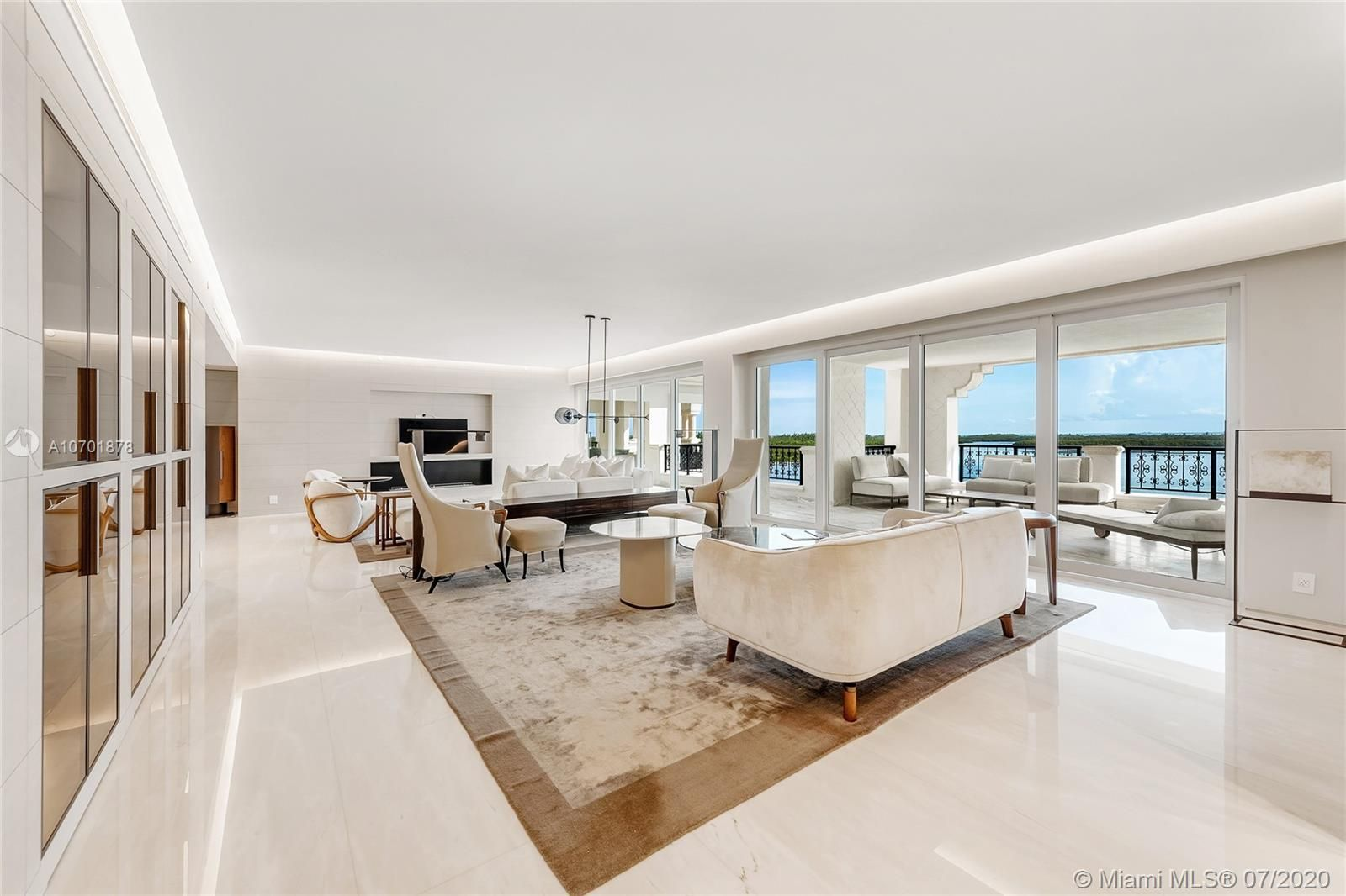5292 Fisher Island Dr