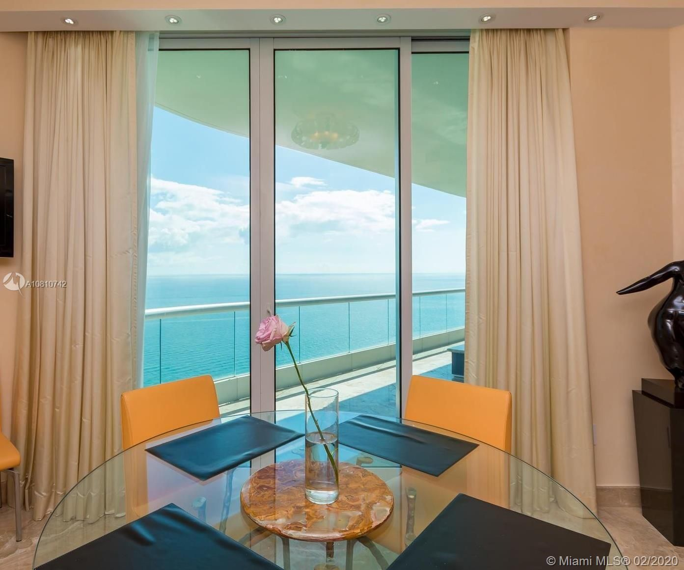 16051 Collins Ave