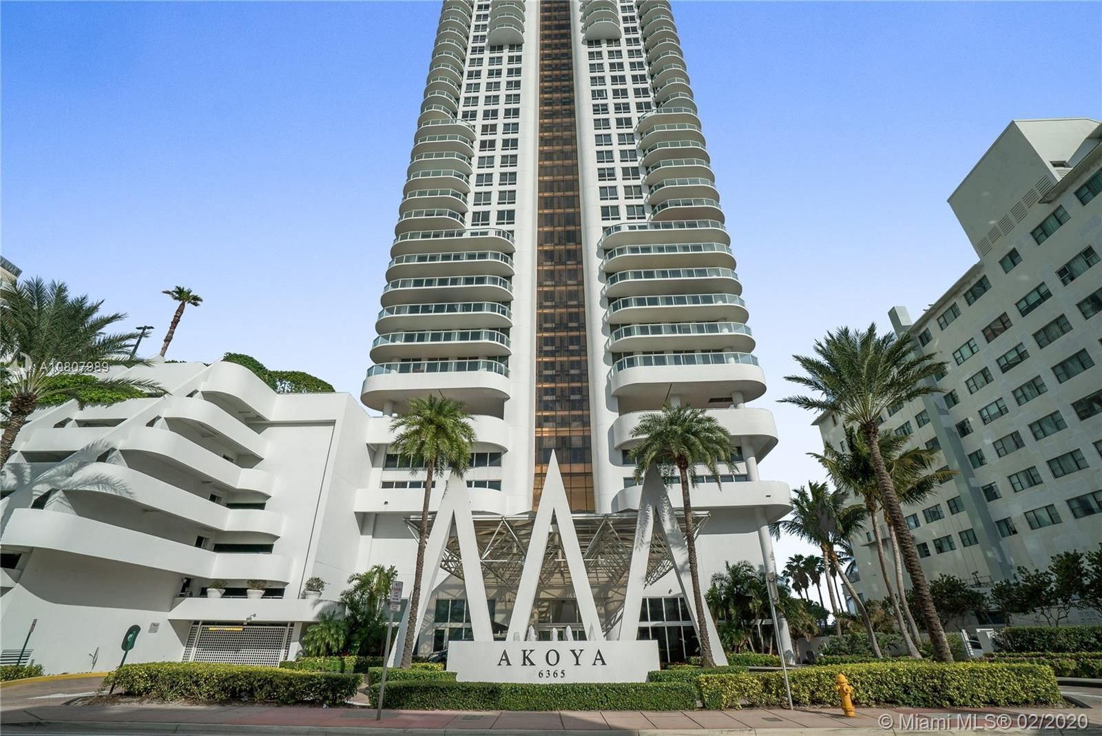 6365  Collins Ave   2205