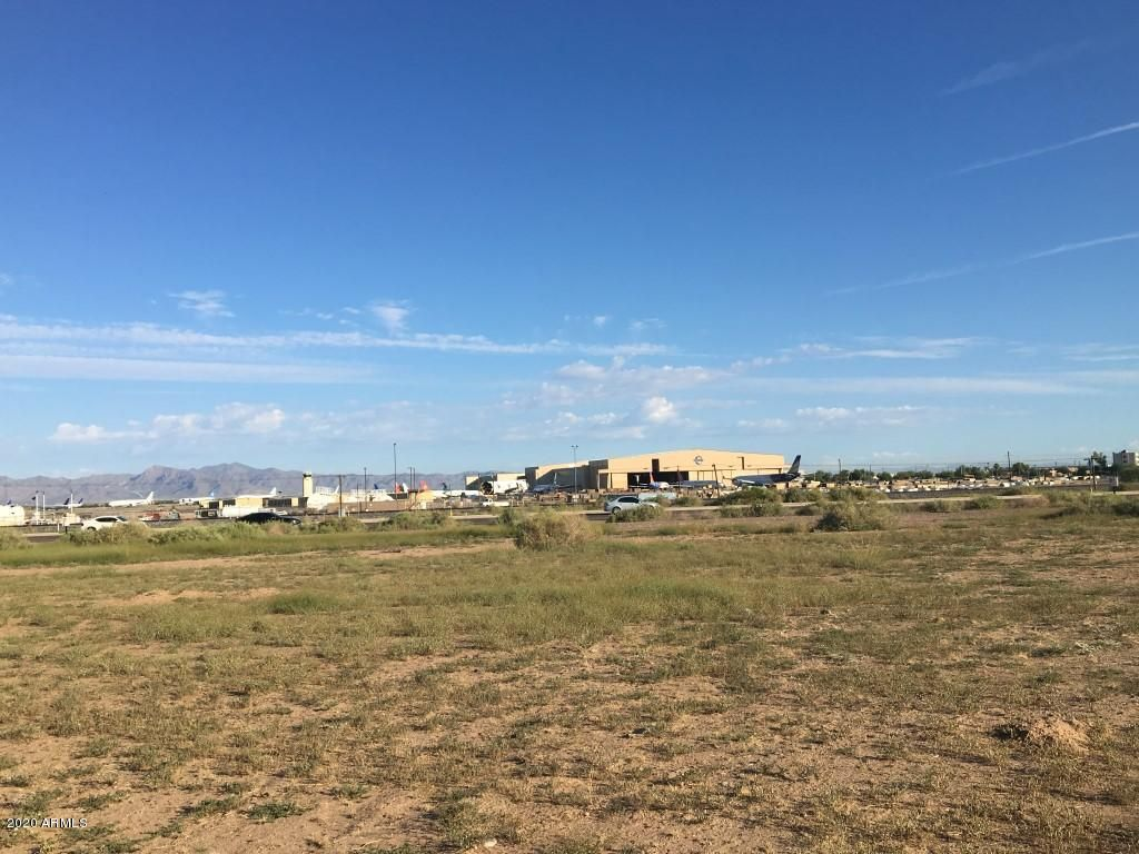 W Lot 6 Airport Commercenter Center