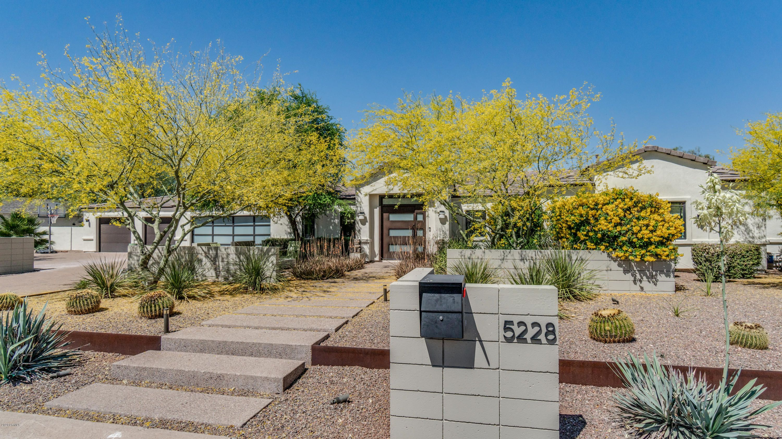 5228 N 70th Place
