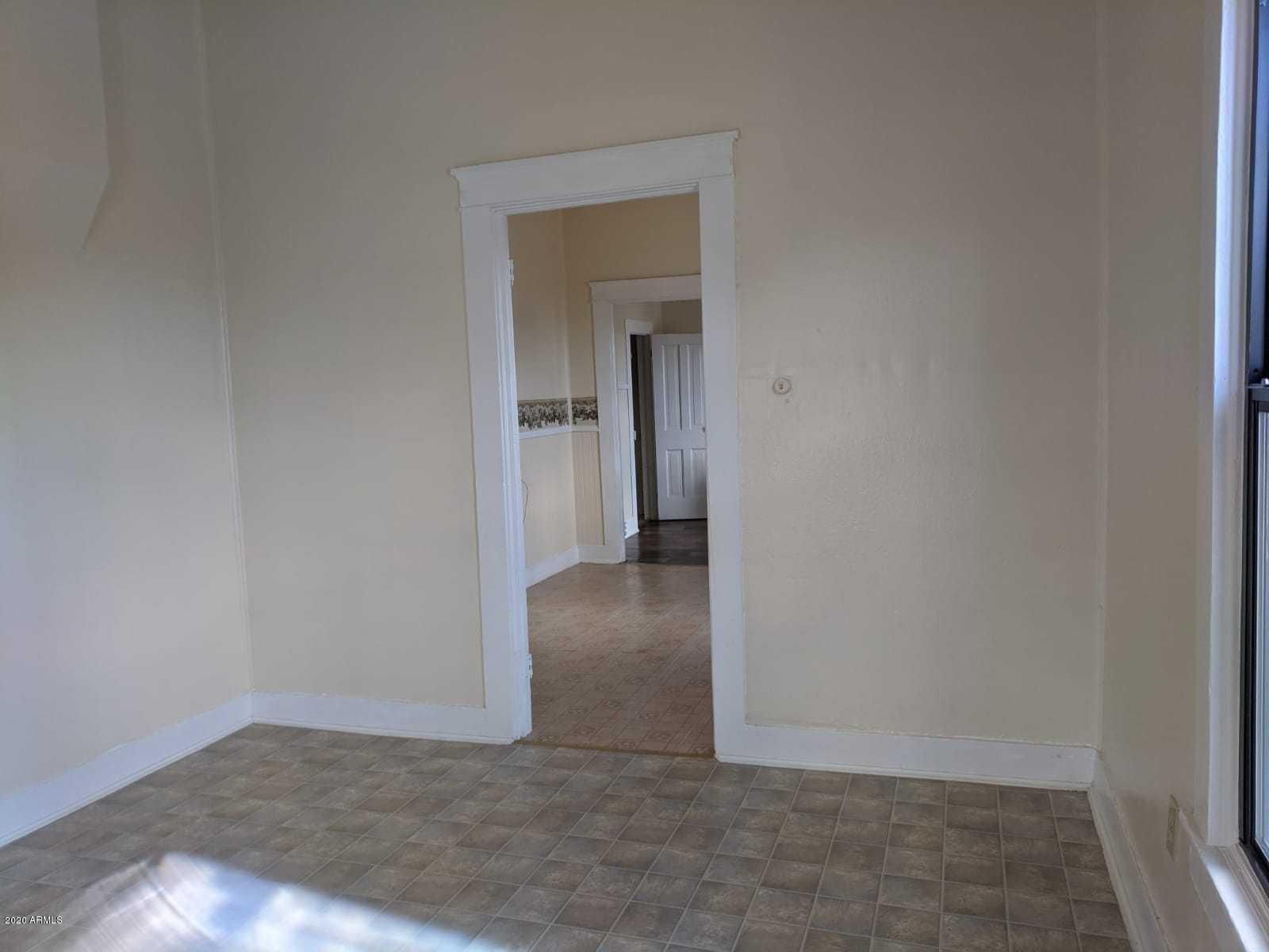 438 N G Ave 442 --