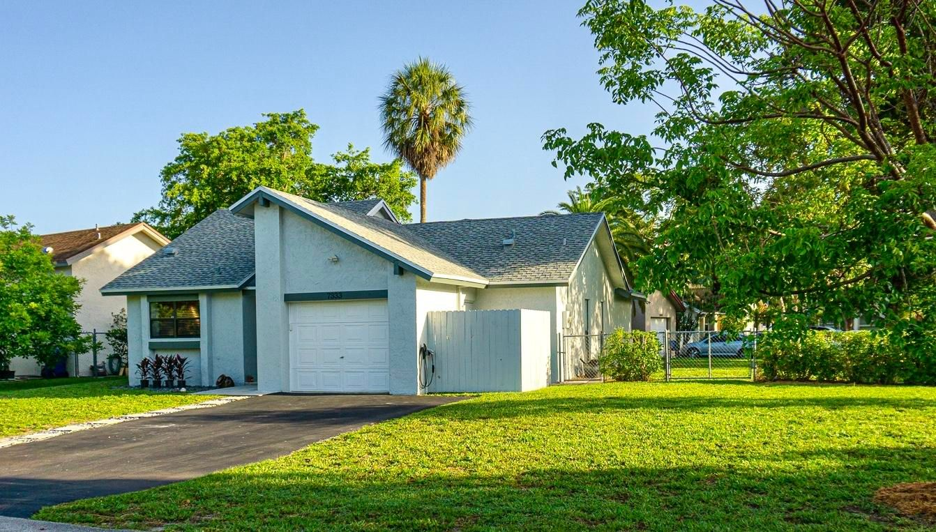 7333 NW 38th Place