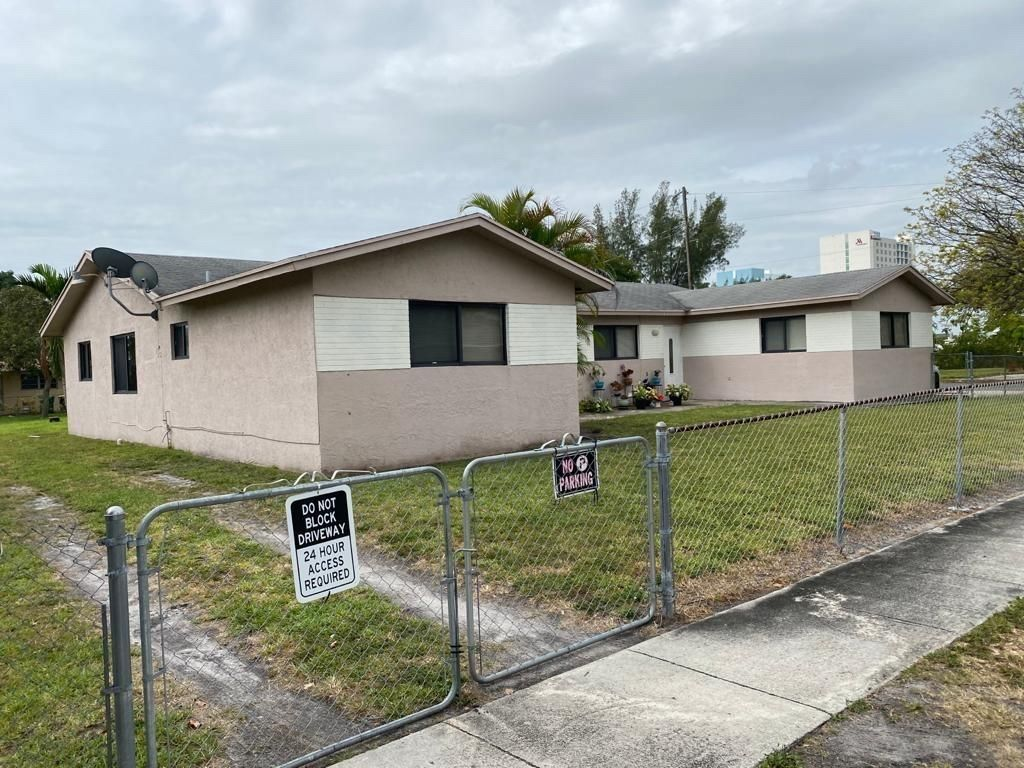 1495 NW 2nd Street