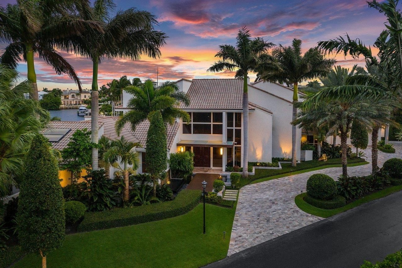 720 Pelican Point Cove