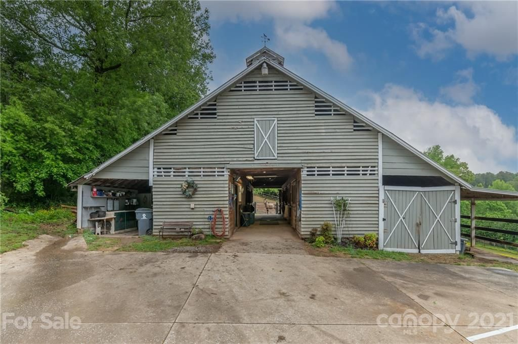 4733 Hunting Country Road