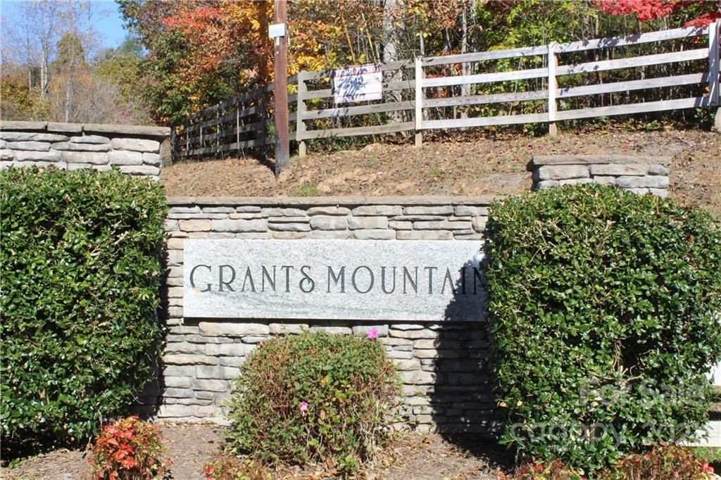 Mountain Crest Drive