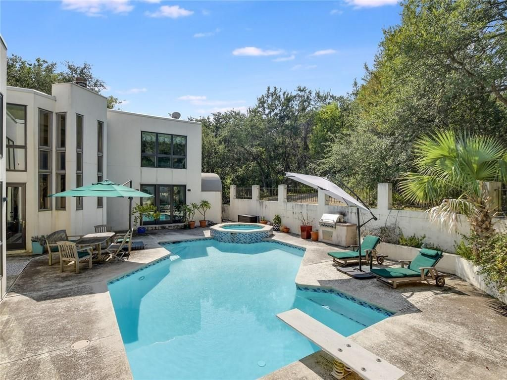 806 Forest View Drive