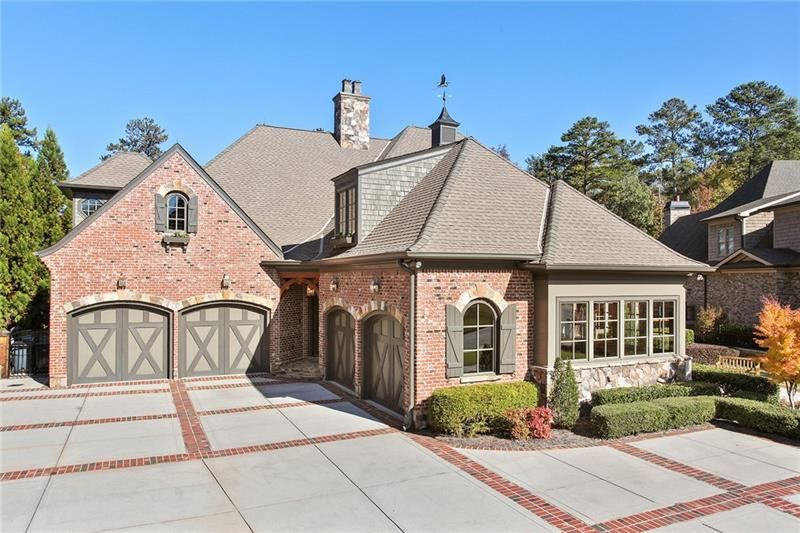 2380 Lakefront Court