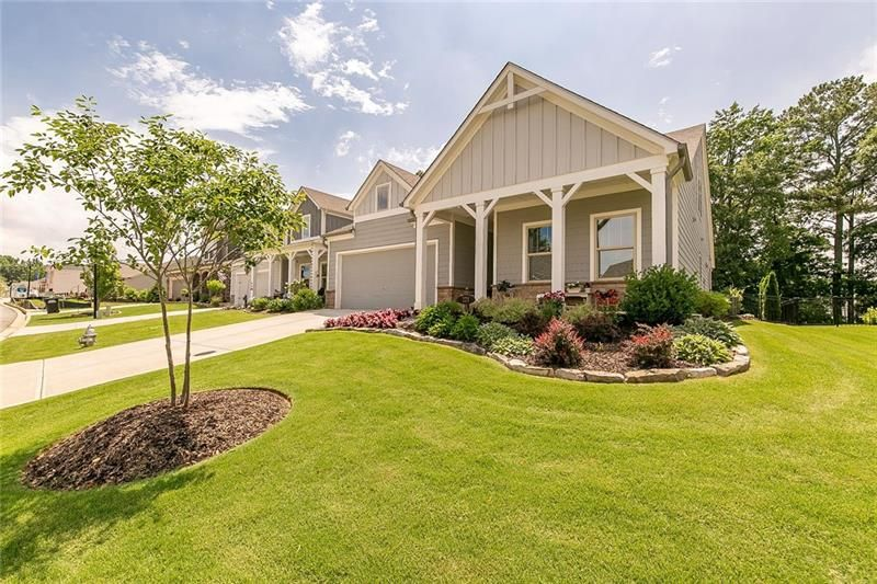 221 Hickory Chase