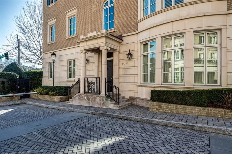 2440 Peachtree Road NW