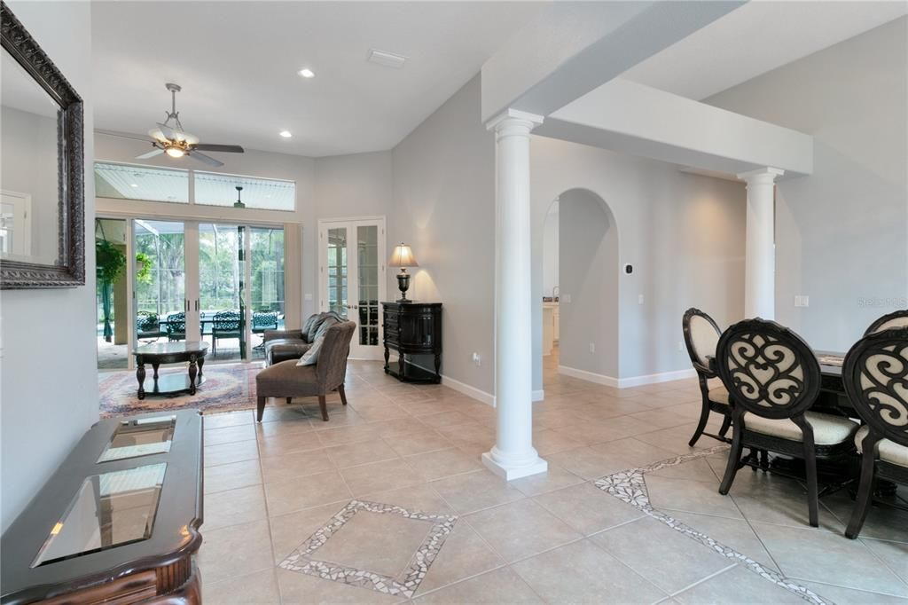 3903 S Chickasaw Trail