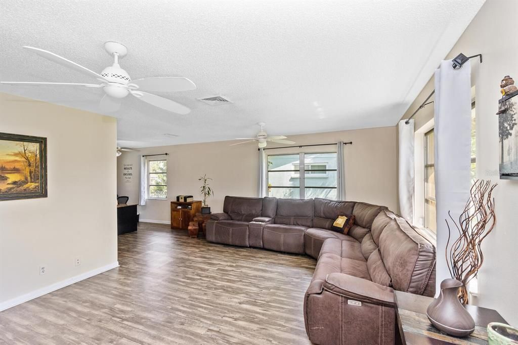 1011 Spindle Palm Way