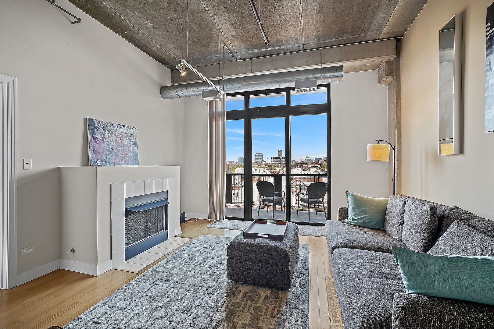 833 W 15th Place