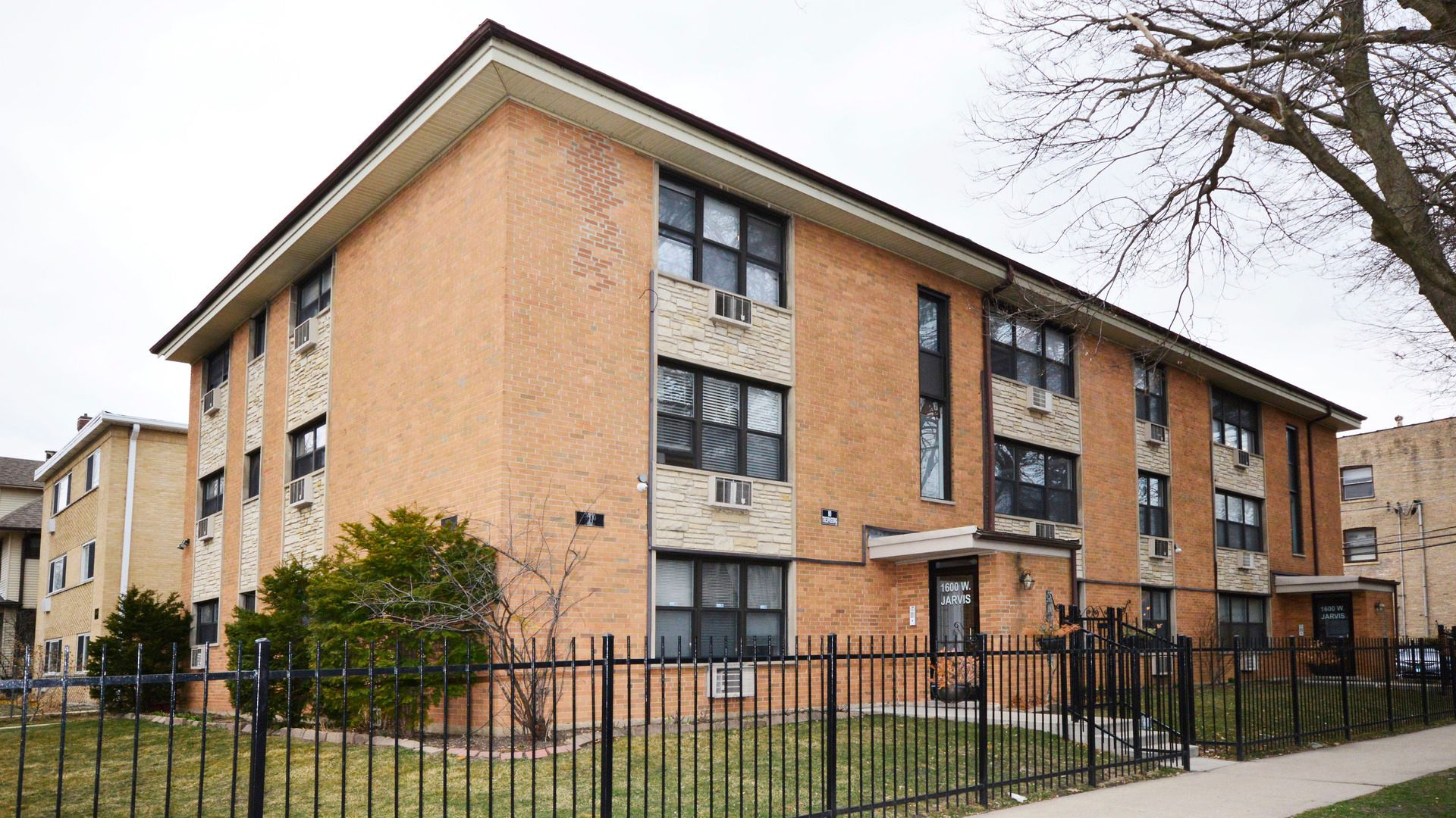 1600 W Jarvis Avenue
