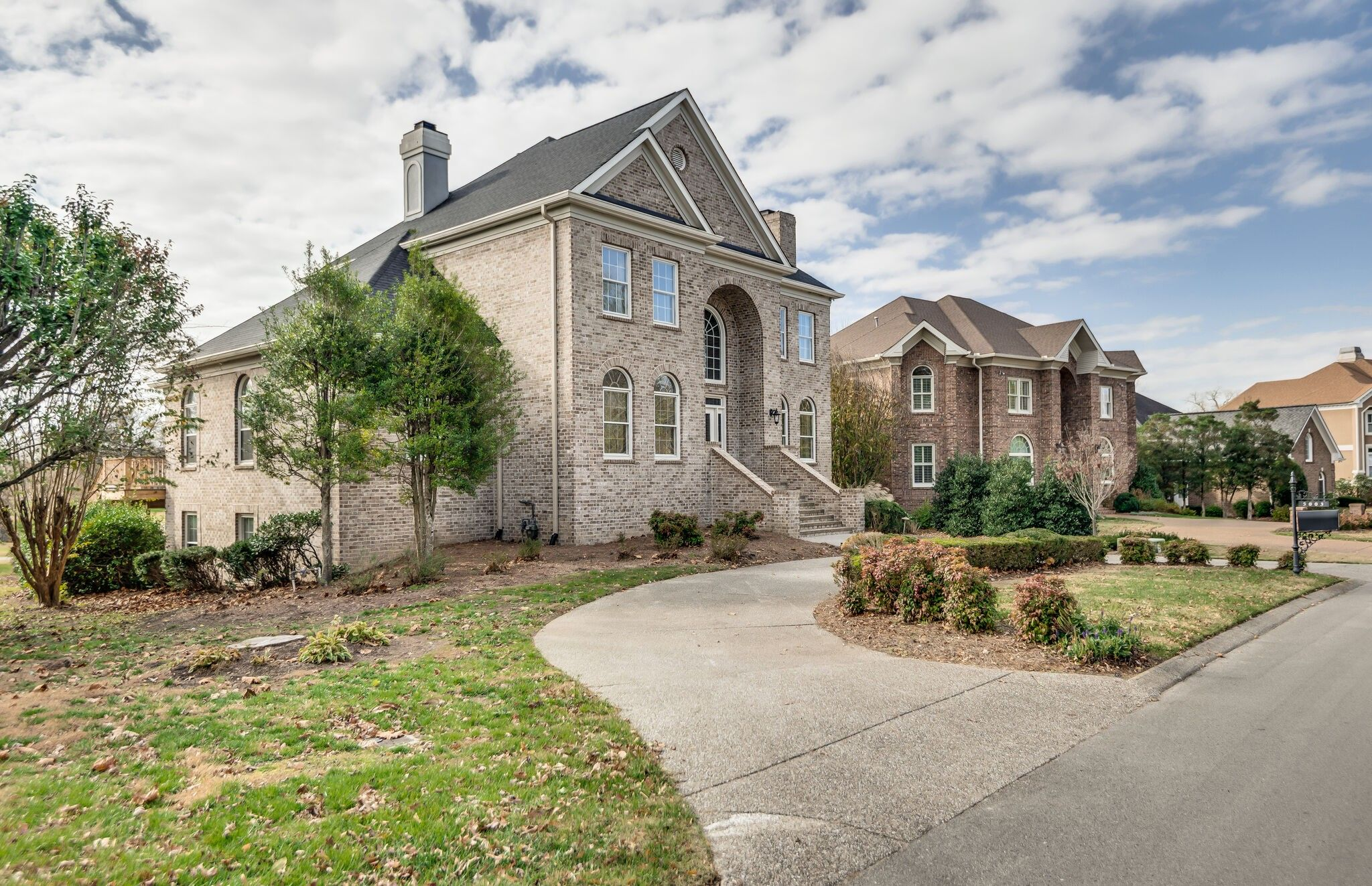 5003 Country Club Dr