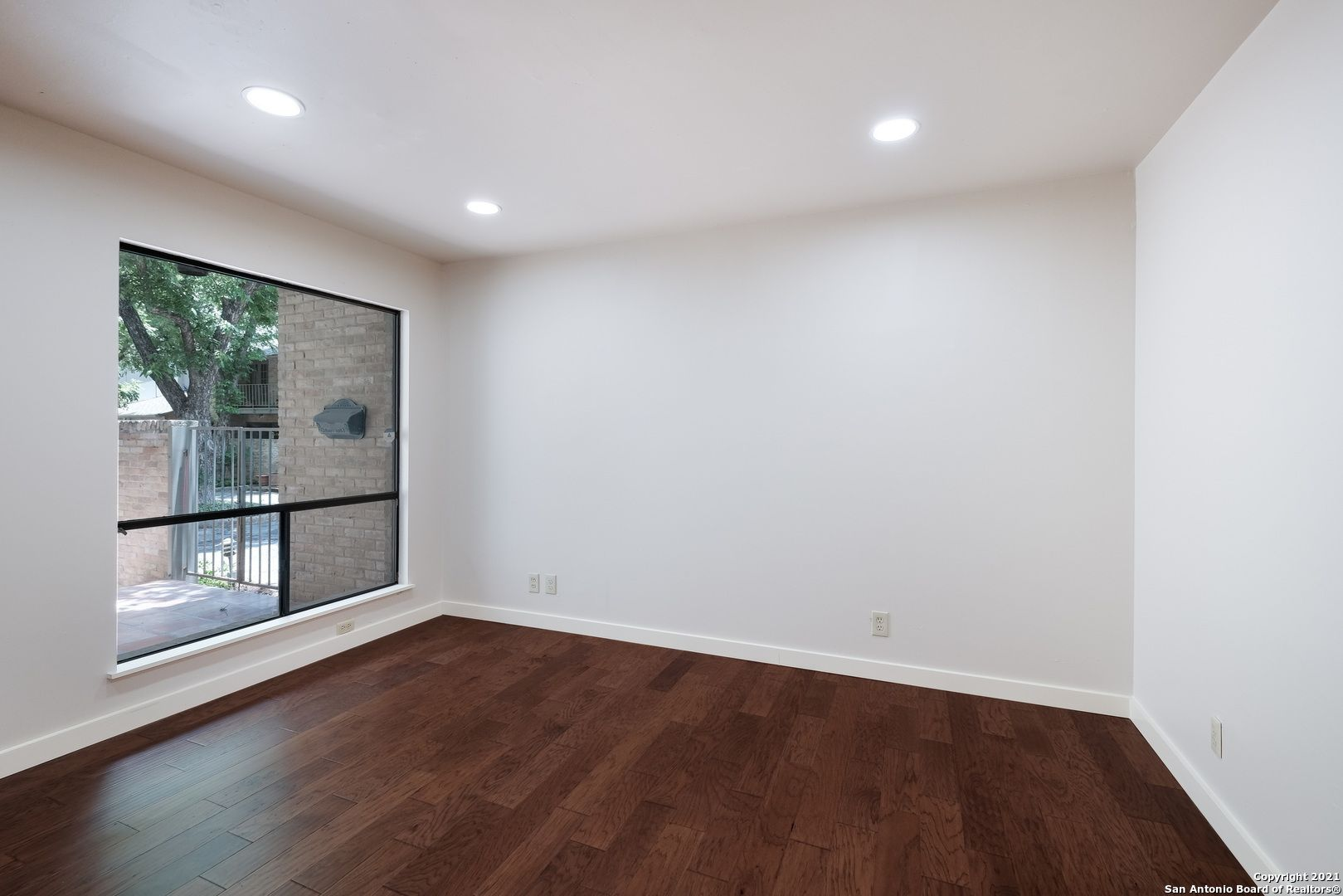 1 Gallery Ct 1
