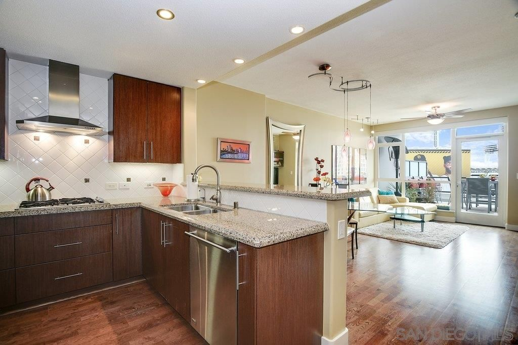 325 7Th Ave  1105